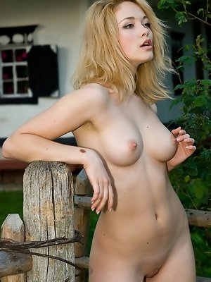 Alisa G displays her gorgeous body and alluring beauty in front of the camera.